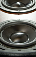 Dual 6.5-inch low-distortion aluminum cone woofers